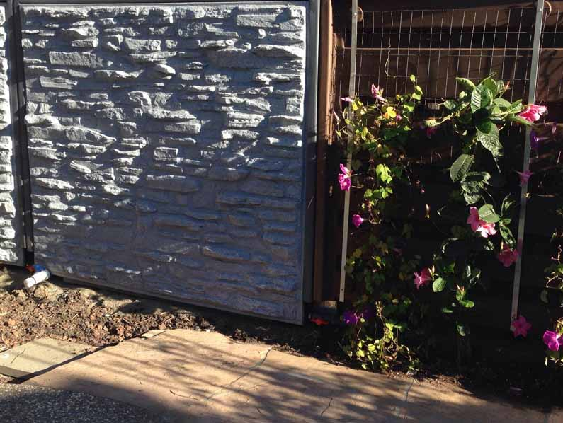 Plastic fence design using rotational molding